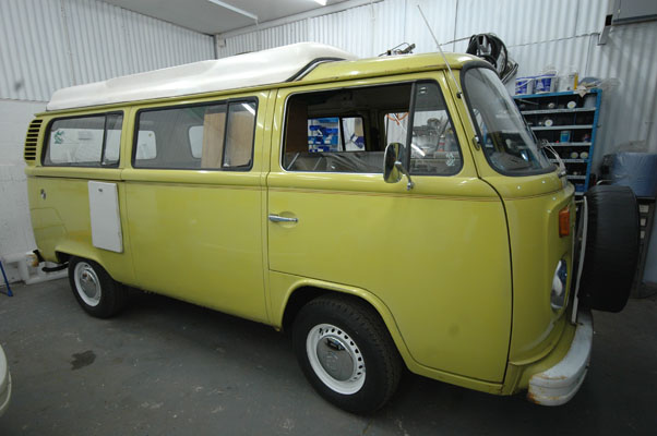 *SOLD 16/5/09 gone to Glos**1976 Wattle Yellow VW Campervan. Original paint, The whittletons of Glos